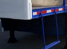 100% Aluminum Gooseneck Pull-Down Step