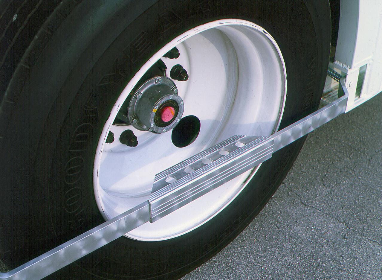Spring-Mounted Rear Wheel Step